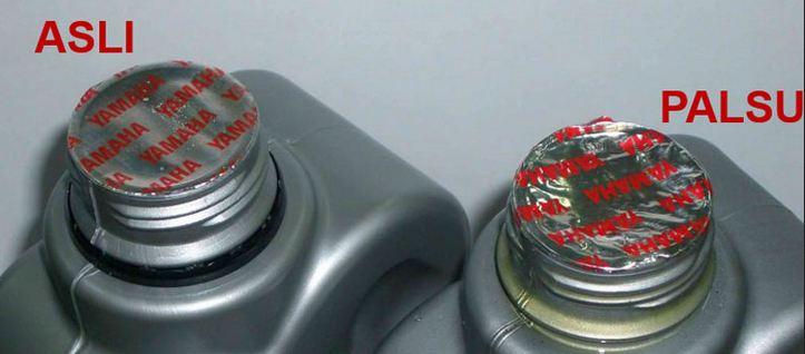 Perbedaan kualitas segel dalam kemasan oli asli dan palsu