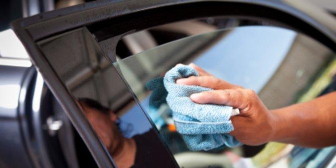 cara menghilangkan goresan kaca mobil